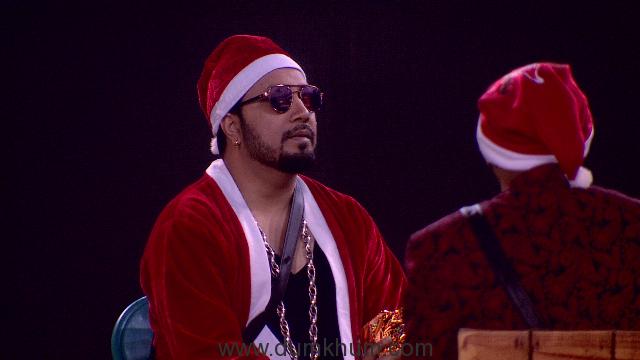 Mika Sing dresses as Santa Clause in Bigg Boss 11
