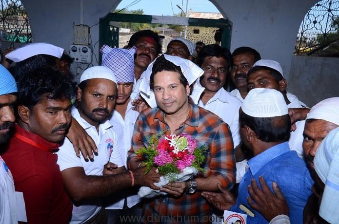 Photo 04 - Shri Sachin Tendulkar at local Mosque at adopted village Donja