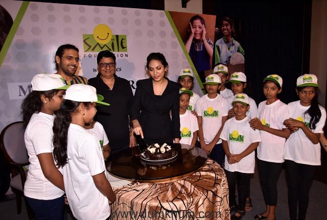 Prernaa Arora, Vashu Bhagnani and Arjun kapoor with Smile Foundation kids.