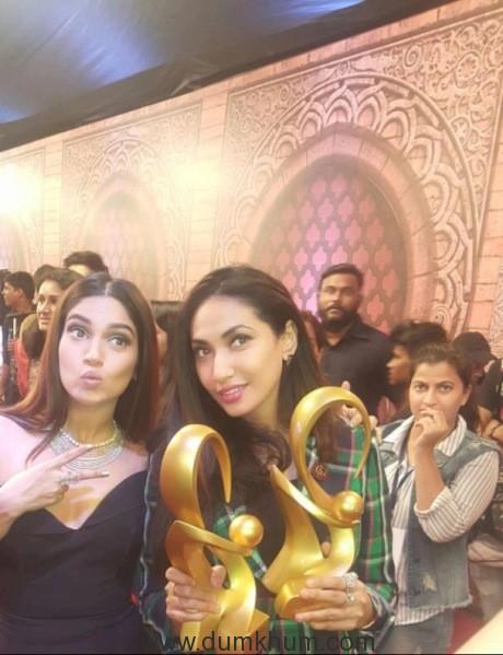 Prernaa Arora & Arjun Kapoor of KriArj Entertainment honoured with two big awards at Zee Cine Awards 2018 !