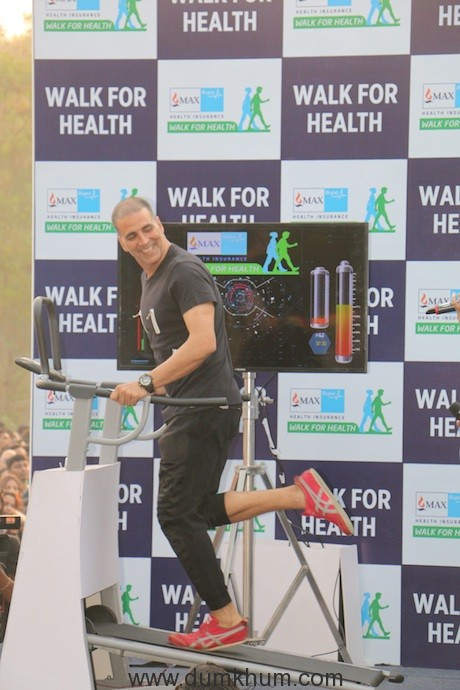 Akshay Kumar inspires 10,000 Mumbaikars to Power Walk to improve the City's Health