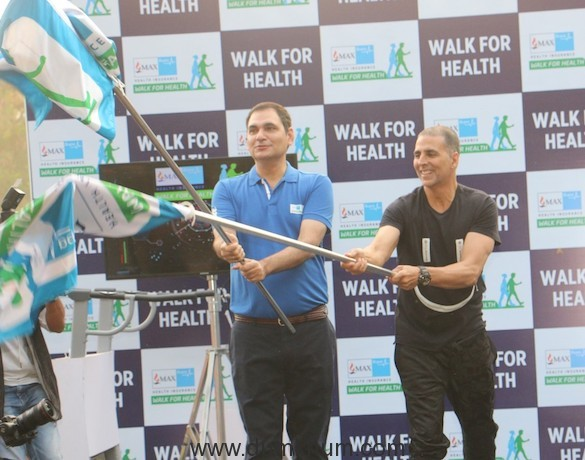 Akshay Kumar and Ashish Mehrotra MD and CEO Max Bupa flagging off 5 km w...
