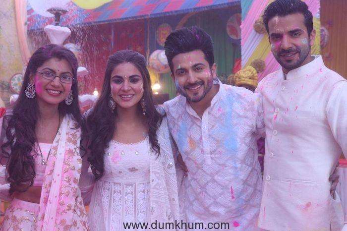 Sriti Jha, Shraddha Arya, Dheeraj Dhoopar and Manit Joura celebrate Holi for a special episode (1)