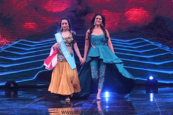 The Grand Premiere of &TV's new show High Fever.. Dance Ka Naya Tevar_Judges- Lara Dutta, Dana Alexa and Ahmed Khan (4)