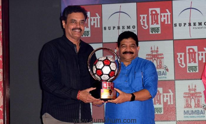 4. Dilip Vengsarkar, with Sanjay Potnis unveiling Supremo Chashak 2018 KPP_9218