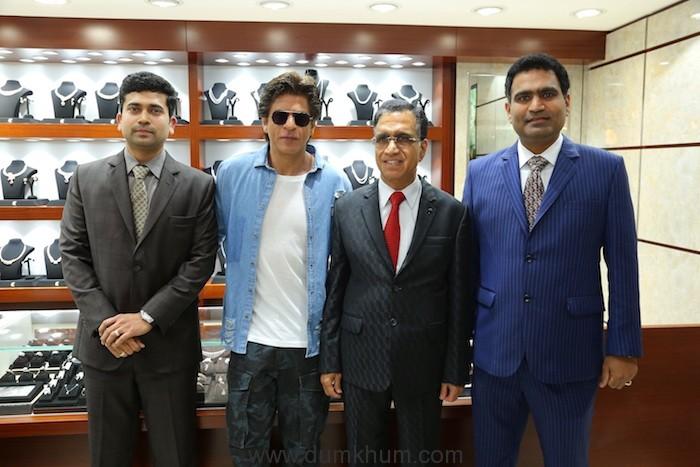 Shahrukh Khan with Kalyan Jewellers Management MR. T.S. Kalyanaraman MD and Chairman of Kalyan Jewellers Ramesh Kalyanaraman Director KJ Rajesh Kalyanaraman Director KJ