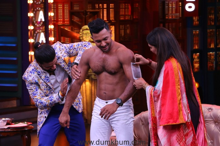 Balraj and Geeta wax Terence Lewis's chest on the set of Entertainment ki Raat@9 limited edition 1