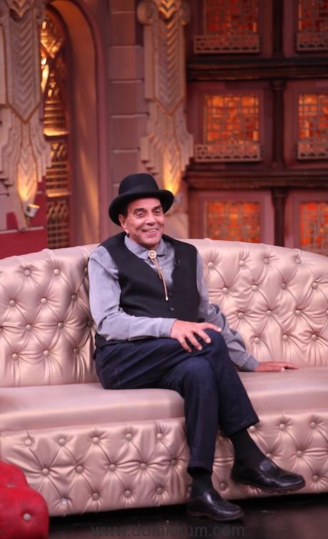Dharmendra on the sets of Entertainment Ki Raat@9 Limited edition