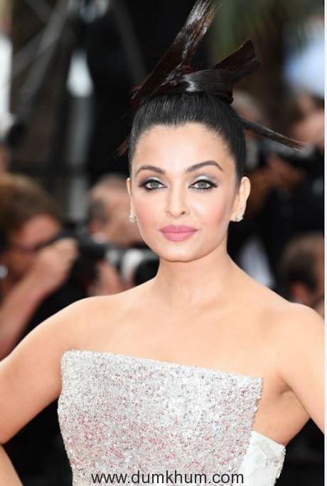 L'Oréal Paris ambassador Aishwarya Rai Bachchan on Day 6 of red carpet at Cannes Film Festival 2018 (1)