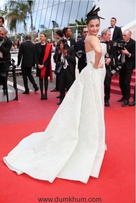 L'Oréal Paris ambassador Aishwarya Rai Bachchan on Day 6 of red carpet at Cannes Film Festival 2018 (4)