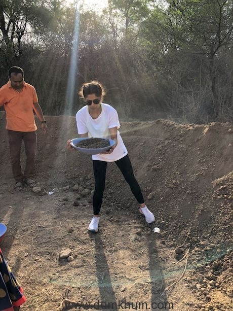 Sai Tamhankar visits Sukalwadi, a village near Pune for Shramdaan!