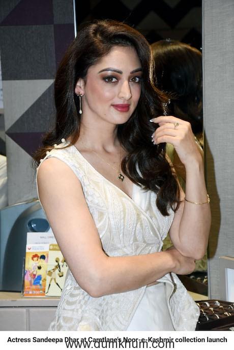 """Bollywood Diva Sandeepa Dhar Launches """"Noor-e- Kashmir"""" by Caratlane"""