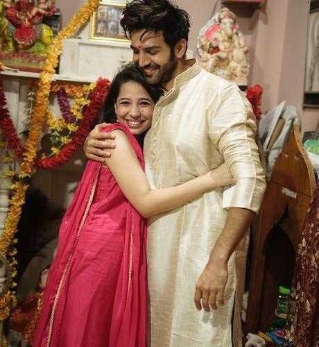 Kartik Aaryan celebrates Raksha Bandhan with sister in Gwalior and these pictures are beyond words…
