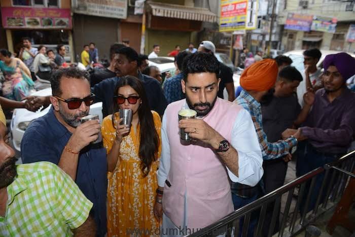 Manmarziyaan star Abhishek Bachchan visits the Golden Temple -1