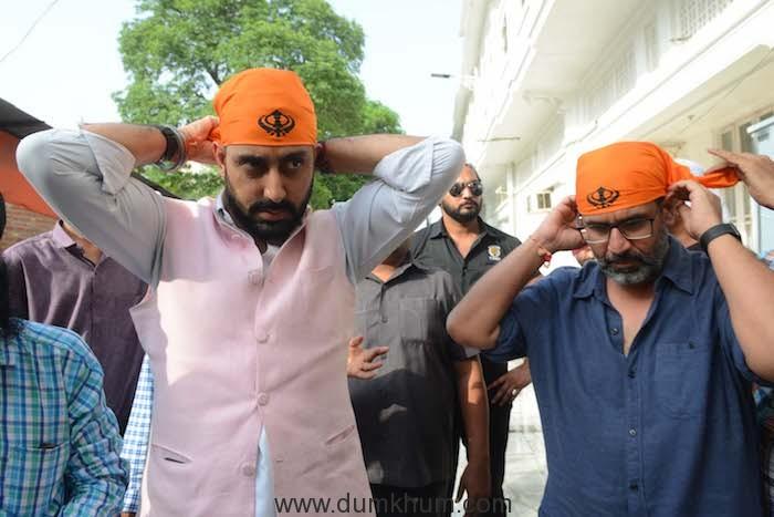 Manmarziyaan star Abhishek Bachchan visits the Golden Temple !