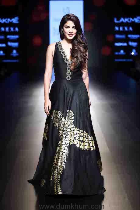 Rhea Chakraborty walks for Urvashi Joneja (3)