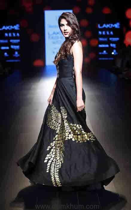 Rhea Chakraborty walks for Urvashi Joneja (4)