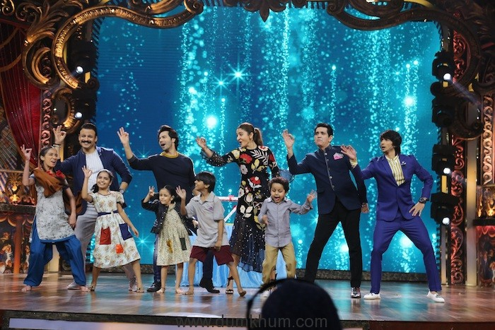 Anushka Sharma and Varun Dhavan promotes – Sui Dhaga on the sets of India's Best Dramebaaz !