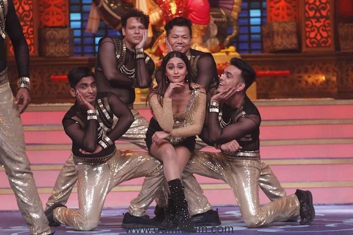 Krystle Dsouza performing at Zee TV's Kundali Bhagya- Ganesh Utsav