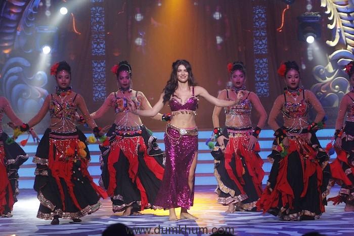 Scarlet Wilson performing at Zee TV's Kundali Bhagya- Ganesh Utsav