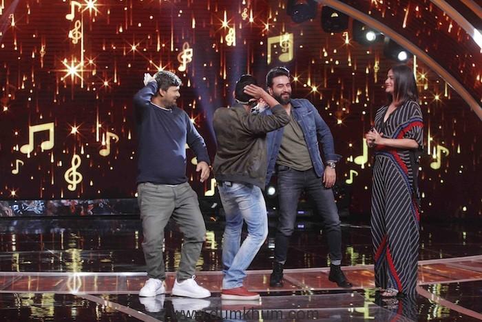 Judges Wajid Khan, Sona Mohapatra and Shekhar Ravjiana dancing to the beats of Tattad-Tattad with host Aditya Narayan