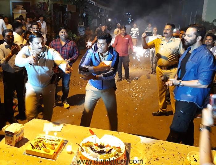 Birthday Celebration on the sets of 'Simmba': Ranveer-Rohit celebrates Siddharth Jadhav's B'day !!