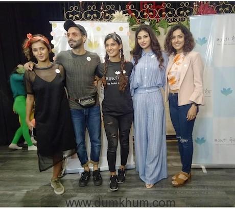 Shakti Mohan, Aparshakti Khurana, Mukti Mohan, Mouni Roy & Neeti Mohan (2)