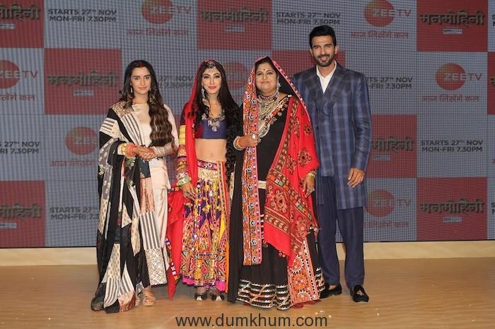 The lead actors - Garima Singh Rathore and Anikit Siwach of the show Manmohini along with Vandana Pathak (9)