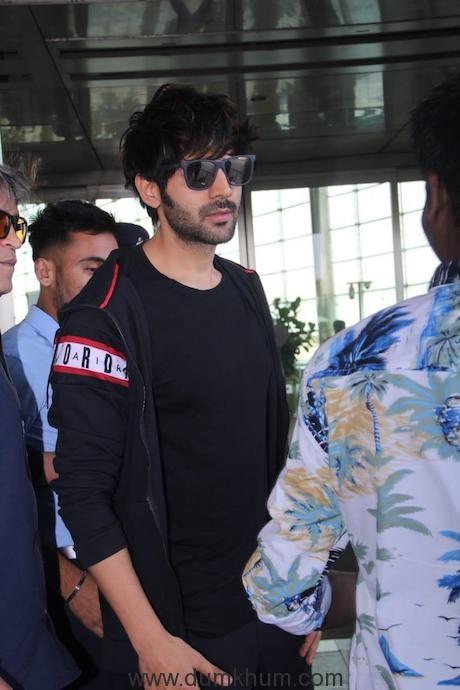 Heartthrob Kartik Aaryan at the airport giving us major airport look goals-