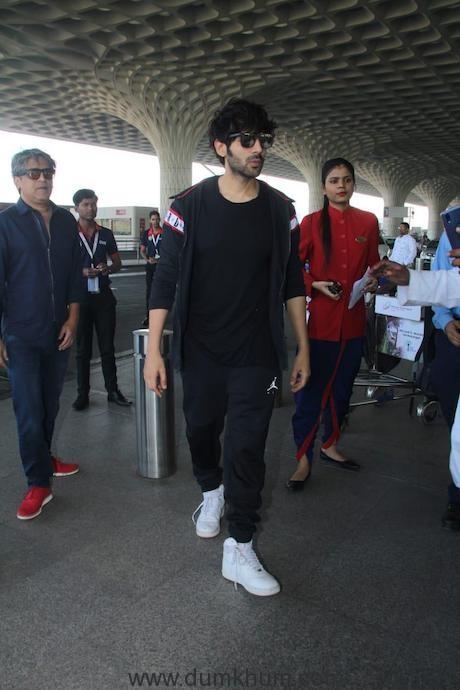Heartthrob Kartik Aaryan at the airport giving us major airport look goals