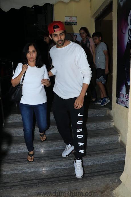 Kartik Aryan watches Zero with his mom !