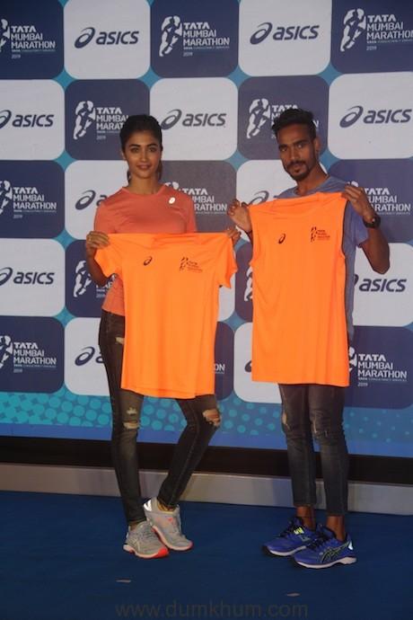 Pooja Hegde and Gopi T with the Marathon Tee