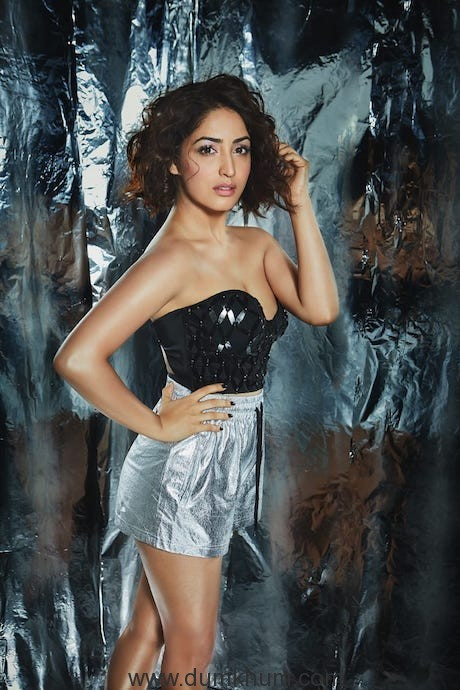 Yami Gautam oozes sexiness on the party special December issue of FHM-1