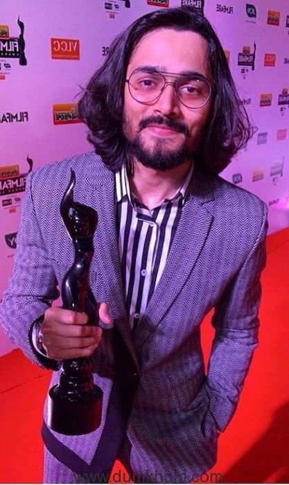 Bhuvan Bam With His Filmfare Award (2)