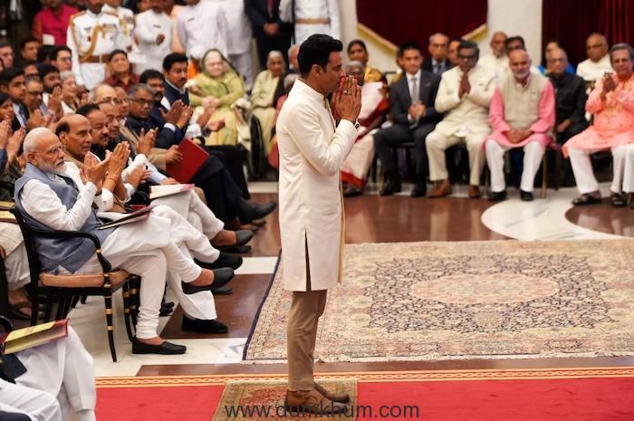 Manoj Bajpayee Honoured With Padma Shri by President Kovind-