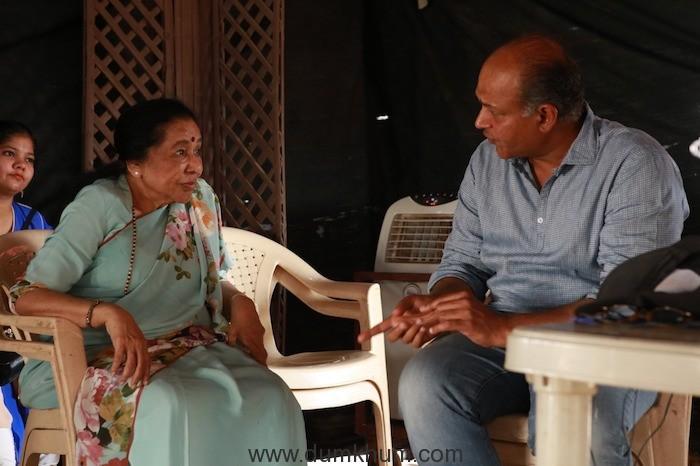 Asha Bhosle Calls Shot On The Sets Of Ashutosh Gowariker's Magnum Opus Panipat--
