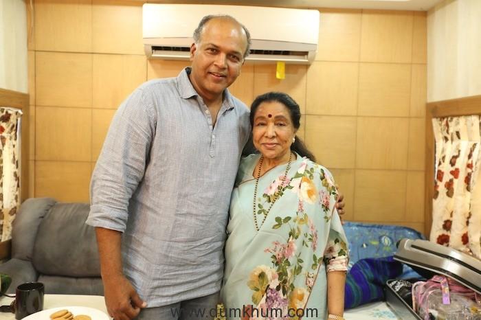 Asha Bhosle Calls Shot On The Sets Of Ashutosh Gowariker's Magnum Opus Panipat-