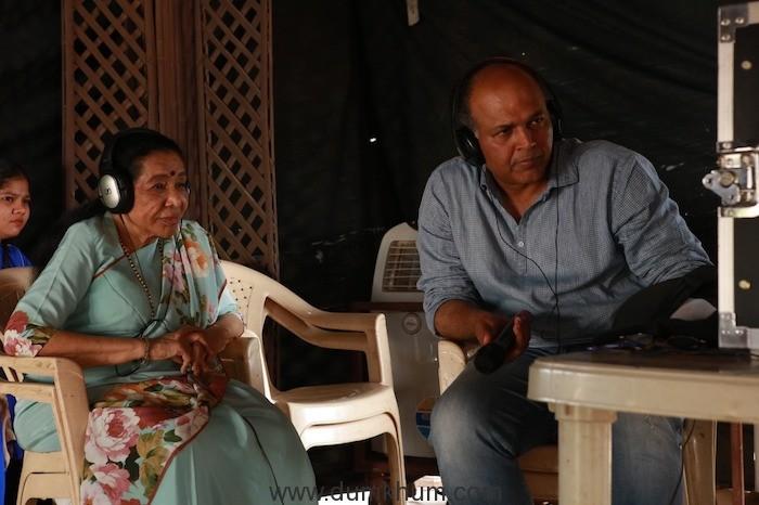 Asha Bhosle Calls Shot On The Sets Of Ashutosh Gowariker's Magnum Opus Panipat