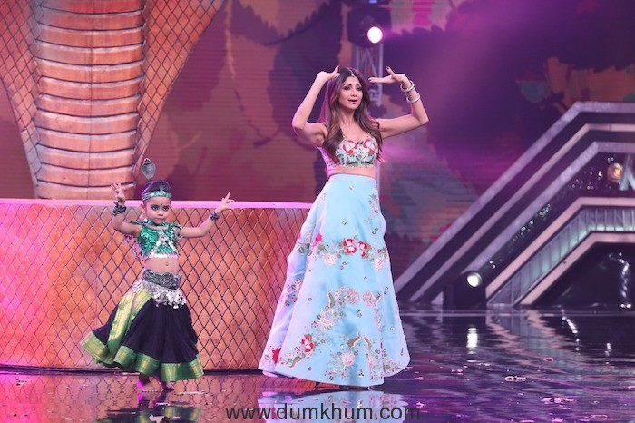 Shilpa Shetty Kundra learning Belly dancing from 6 year old contestant Rupsa  on Super Dancer Chapter 3