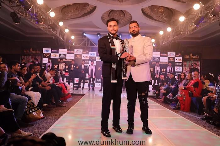 2. Pankaj Kharbanda ( Vice President Ru Ba Ru Mr.India) with the winner of RU BA RU Mr. India 2019 AMP_3142