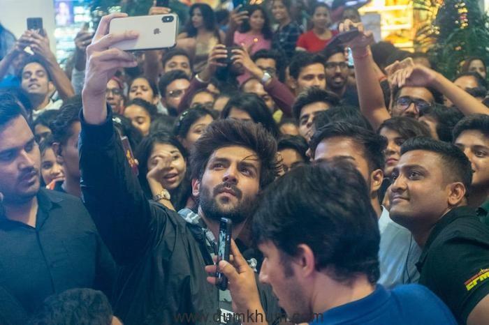 Kartik Aaryan's Fans Go Berserk At An Event In A Mall