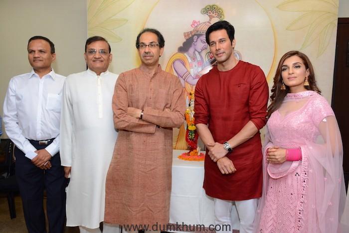 Mr. Pradeep Dhoot, Member of Parliament Shri Rajkumar Dhoot, Shri Uddhav Thackeray, Shivsena Pakshapramukha, Rajniesh Duggall and Shiny Doshi