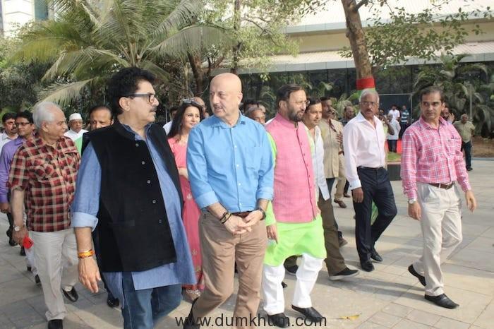 Shri Prakash Javadekar planting saplings with Film Personalities-2