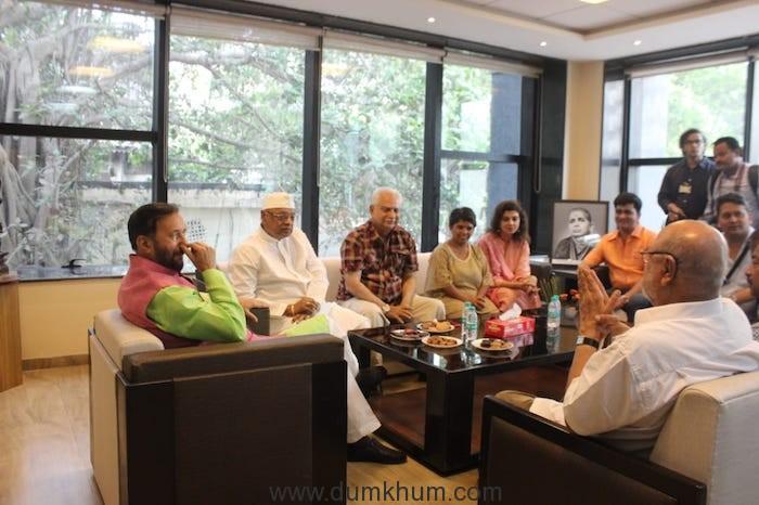 Shri Prakash Javadekar planting saplings with Film Personalities-3