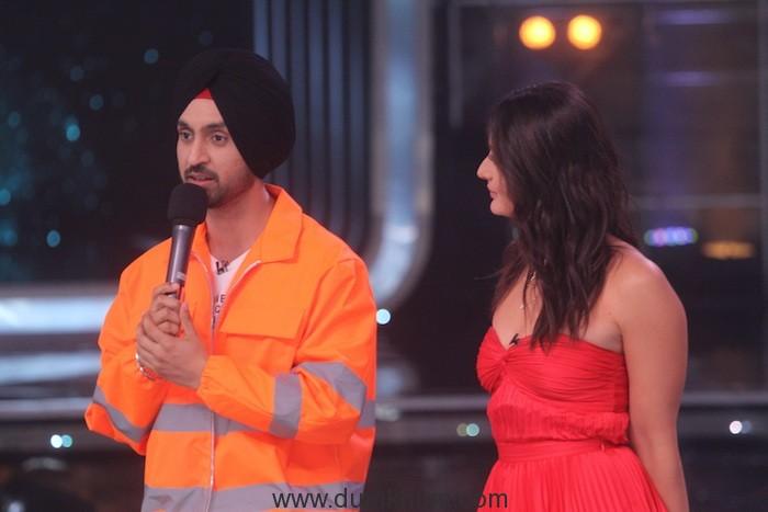 Diljit Dosanjh with Judge Kareena Kapoor Khan on the sets of DID (5)