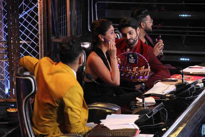 Karan Wahi flirts with Kareena on DID (1)
