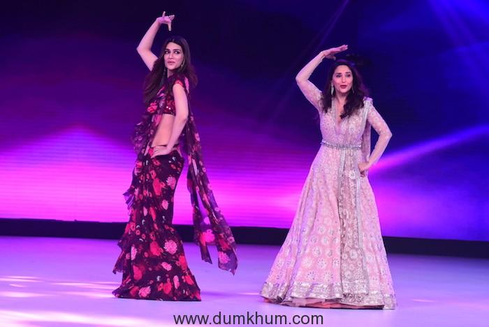 Kriti Sanon and Madhuri Dixit dancing on Ankhiya Milao