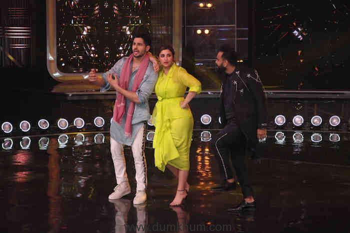 Siddharth Malhotra and Parineeti Chopra grooving to Khadke Glassy with Judge Bosco Martis
