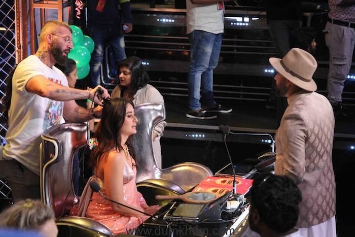Judge Kareena Kapoor Khan on the sets of DID (1)