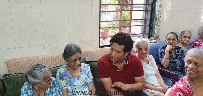 Sachin Tendulkar visited old age home-